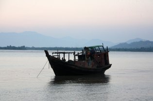 Boat moored in Gyaing River