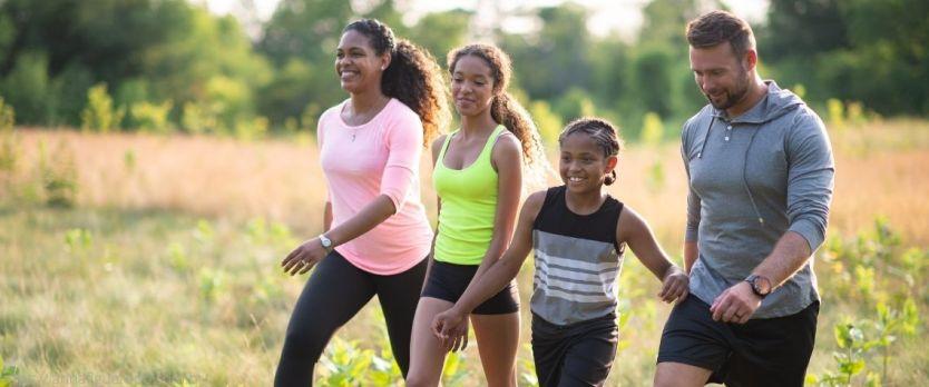 caminhar faz bem para os relacionamentos com familia
