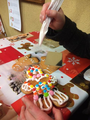 Decorate your own gingerbread!