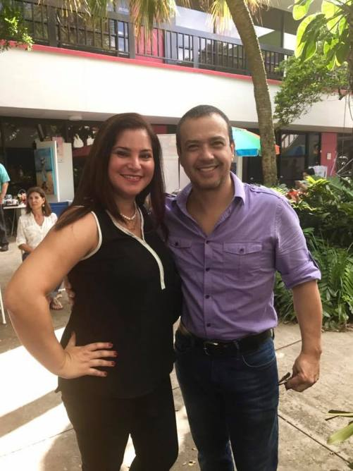 Rosana Cantillo, directora de ventas de La Nota Latina y el escritor Hans Trujillo