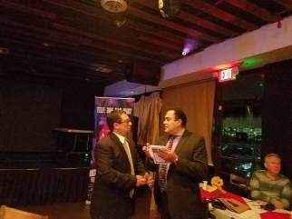 Wilder Gomez en amena conversacion con Ronald Acha.