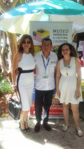 La pintora Sol Flores y el presidente del Museo Empresarial Cultural de Colombia
