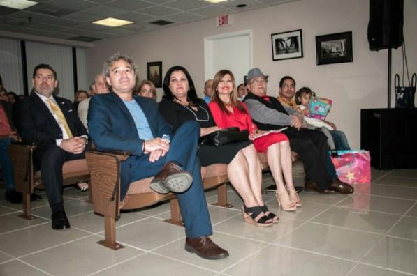 Los ganadores de la IV edición: Luis Xalin, Fernando Salmerón De La Rosa, Odalys Interian Guerra y Noel Morgado-Santos, acompañados de Marybel Torres.