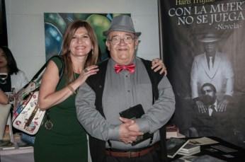 Marybel Torres y el escritor Fernando Salmerón.