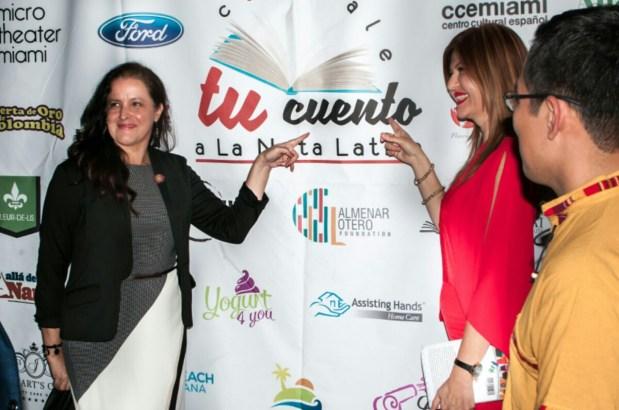 La escritora Maritza Mejía y Marybel Torres.