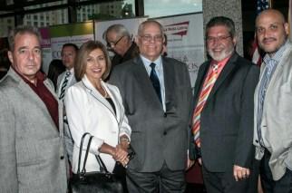 Ivonne Fernández, Directora de AARP y Ramón García, Luis Burgos y Victor Méndez, autoridades del Sistema Educativo Ana G. Méndez.