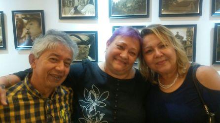 Ena con sus amigos el escritor Julio Garzon y su esposa Martica.