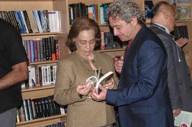 Los escritores Maria Teresa Orozco y Noel Morgado Santos