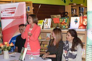 Ivonne Fernandez, madrina del libro, durante su presentacion.