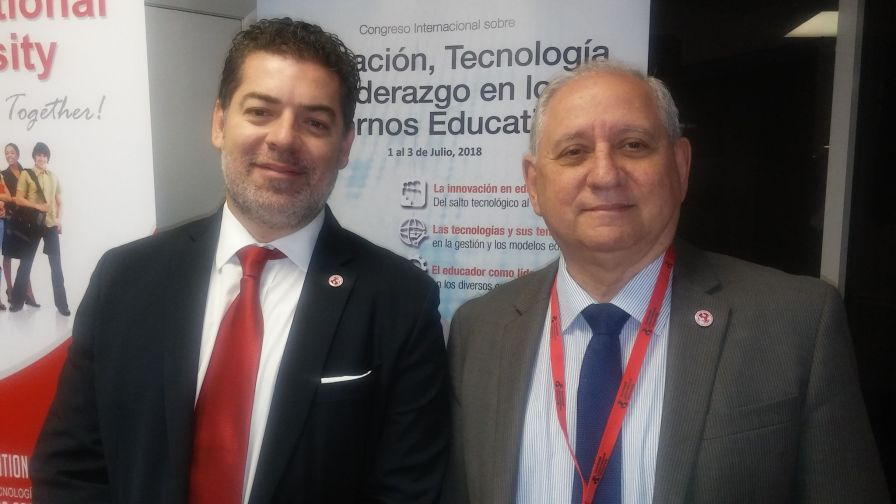 CArlos Montes de Oca, director de Humboldt International University y Javier GArcia, coordinador del coloquio.