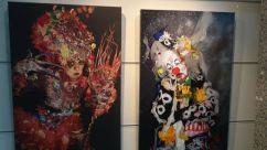 Dos de las pinturas expuestas