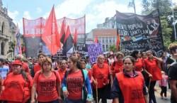 Tucumán también se movilizó en contra de las políticas económicas…
