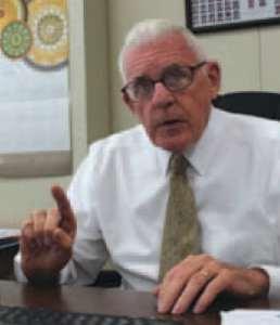 Representante George Cleveland autor de la HB 100 , ahora enmendada y de la ley 2015 HB 318.
