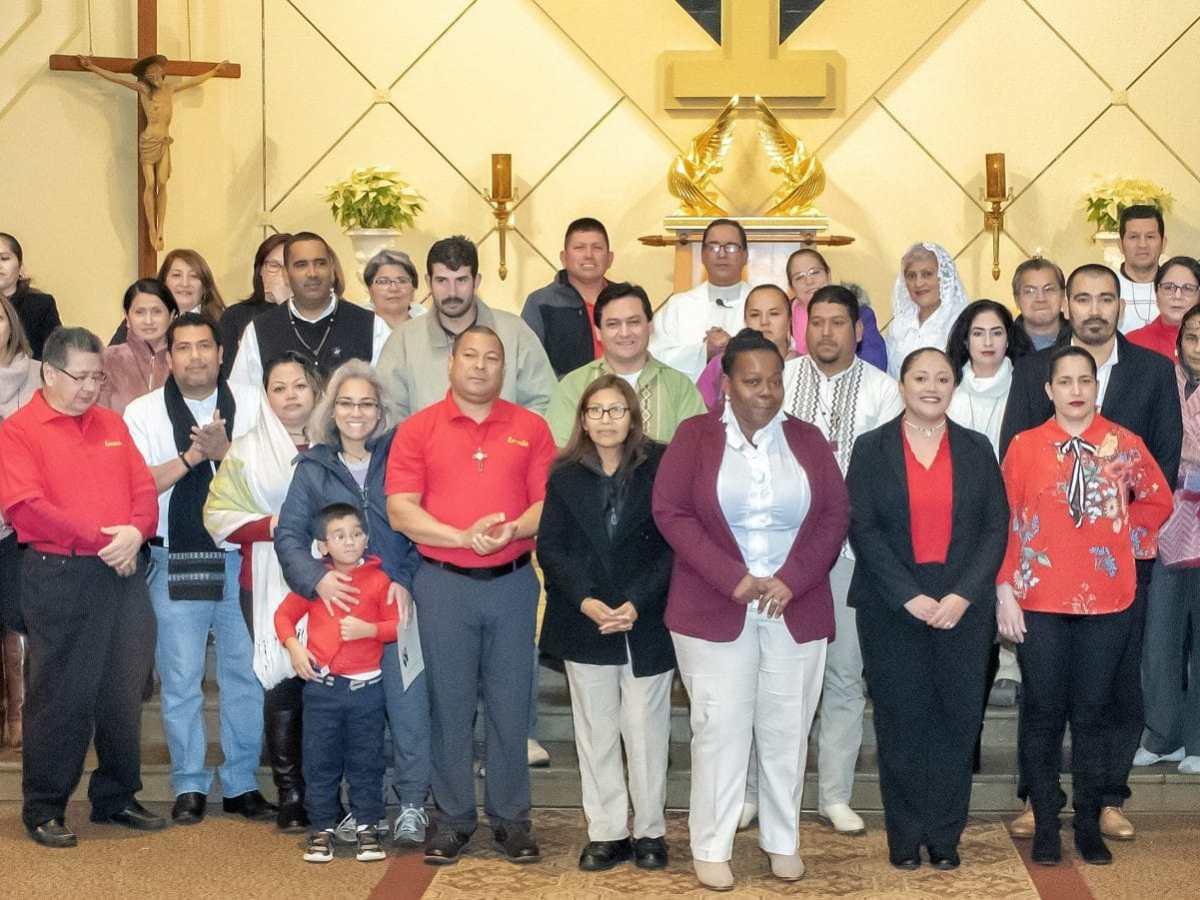 Feligreses católicos de la Iglesia San Gabriel en Charlotte, celebraron un tradicional homenaje a la Virgen de Guadalupe