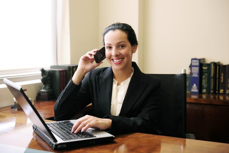 Abogados ofrecen consultas telefónicas gratis este viernes