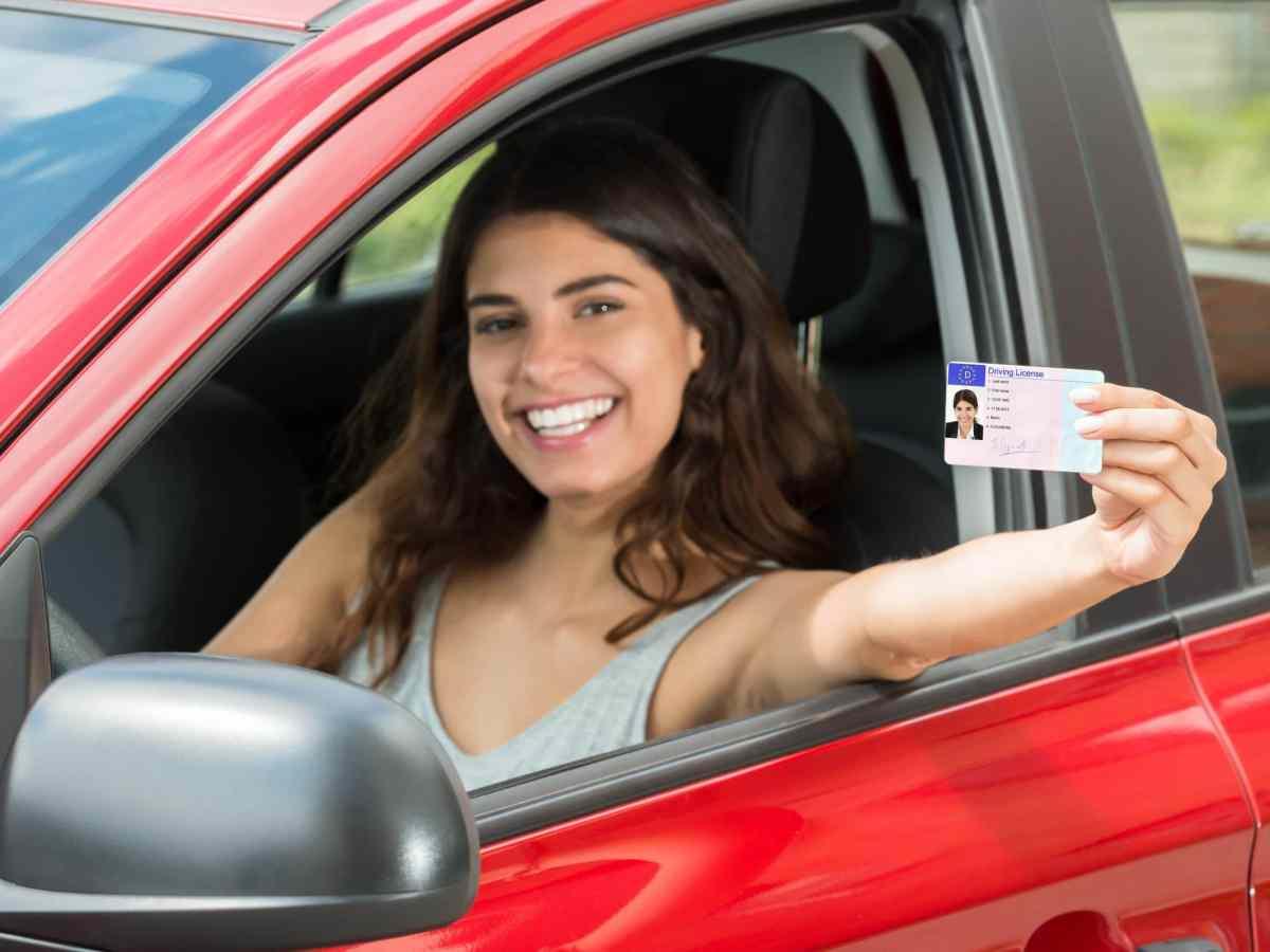 DMV aumenta personal para reducir las filas que se producen en el verano