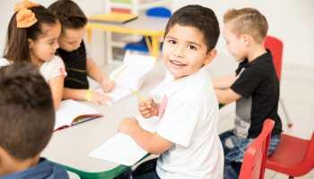 Cómo saber cuándo mis niños deben iniciar el mundo escolar