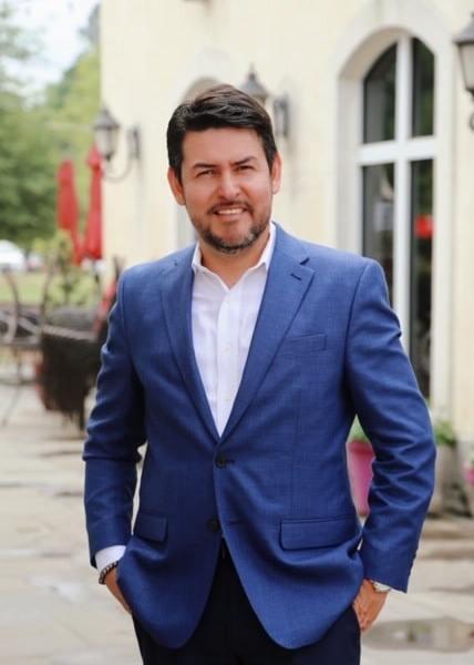Hombre de Negocios del Año: Victor H. Sandoval