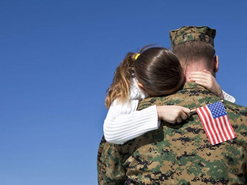 Ponen trabas a hijos de miembros de las Fuerzas Armadas para ser ciudadanos estadounidenses