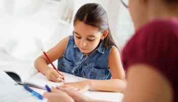 Reporte: rendimiento escolar está relacionado con el nivel de ingresos de las familias