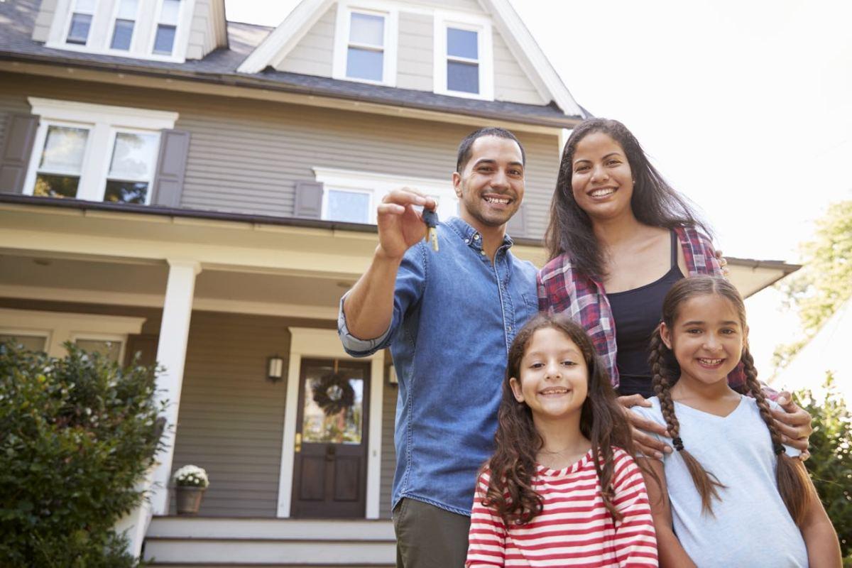 Piden a los latinos a dejar escuchar su voz en estudio sobre la vivienda