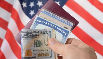 Gobierno propone subir un 80 % costos de solicitud de ciudadanía