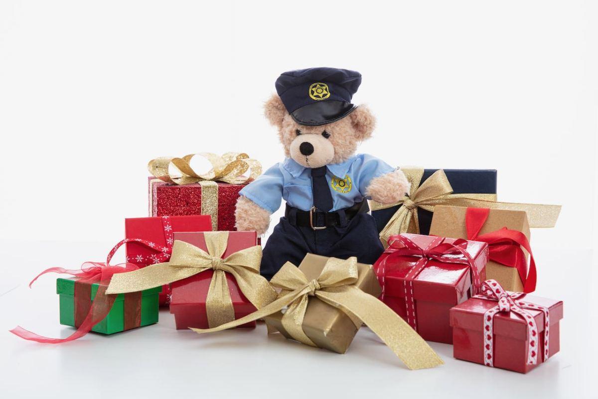 Policía de Hickory comienza recolecta para su donación de Navidad