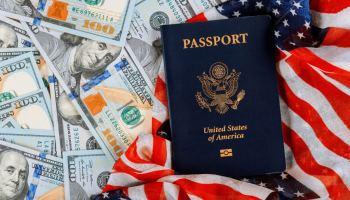 Motivan a residentes elegibles solicitar la ciudadanía antes de que suban tarifas