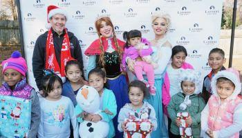 Más de 1,500 regalos fueron entregados a niños latinos por el abogado Stefan Latorre