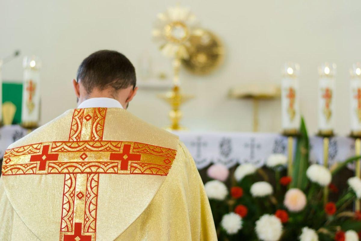 Publican nombres de sacerdotes acusados de abuso sexual infantil en Carolina del Norte