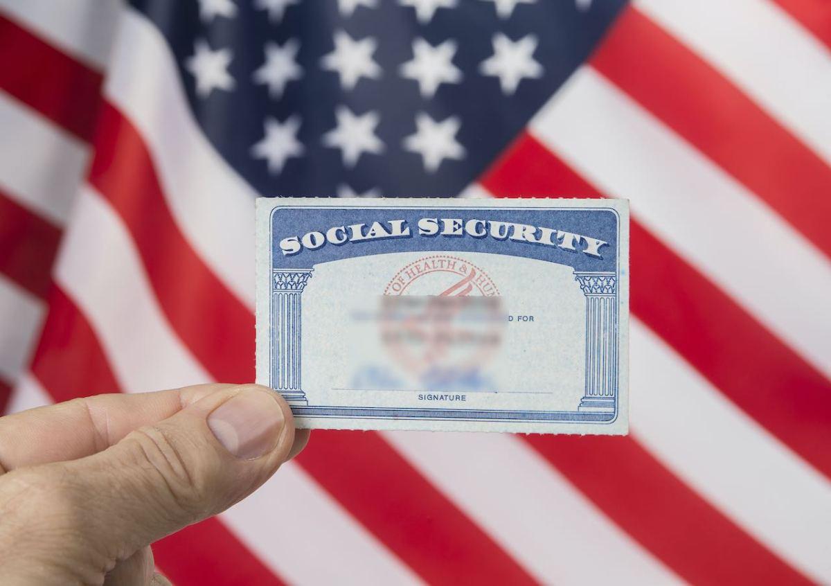 Juez permite que se mantengan subvenciones a solicitudes de ciudadanía de ciertos inmigrantes