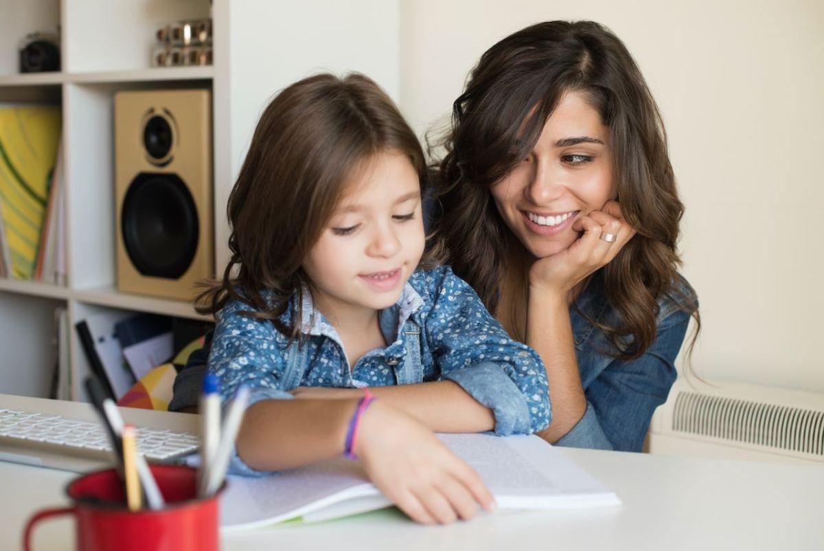 ¿Cómo ayudar a mi hijo con la tarea durante la primaria?