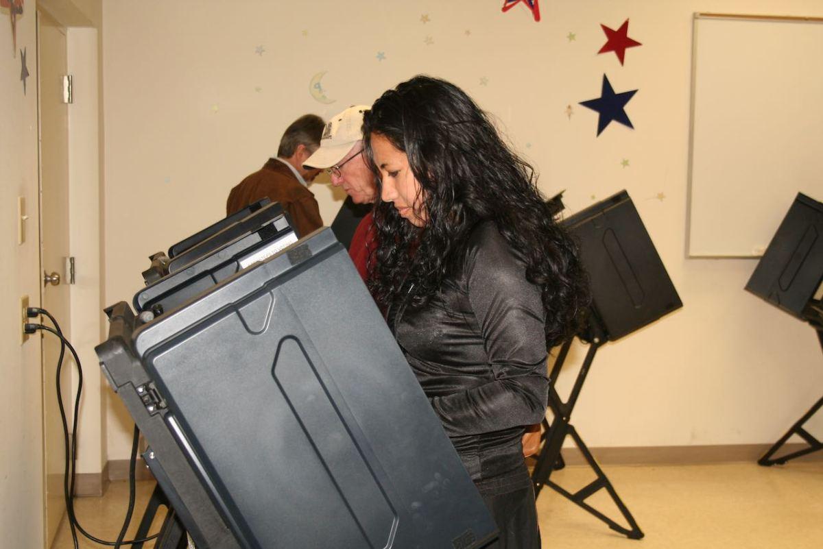 Casi se triplica número de votantes latinos inscritos en Carolina del Norte en una década