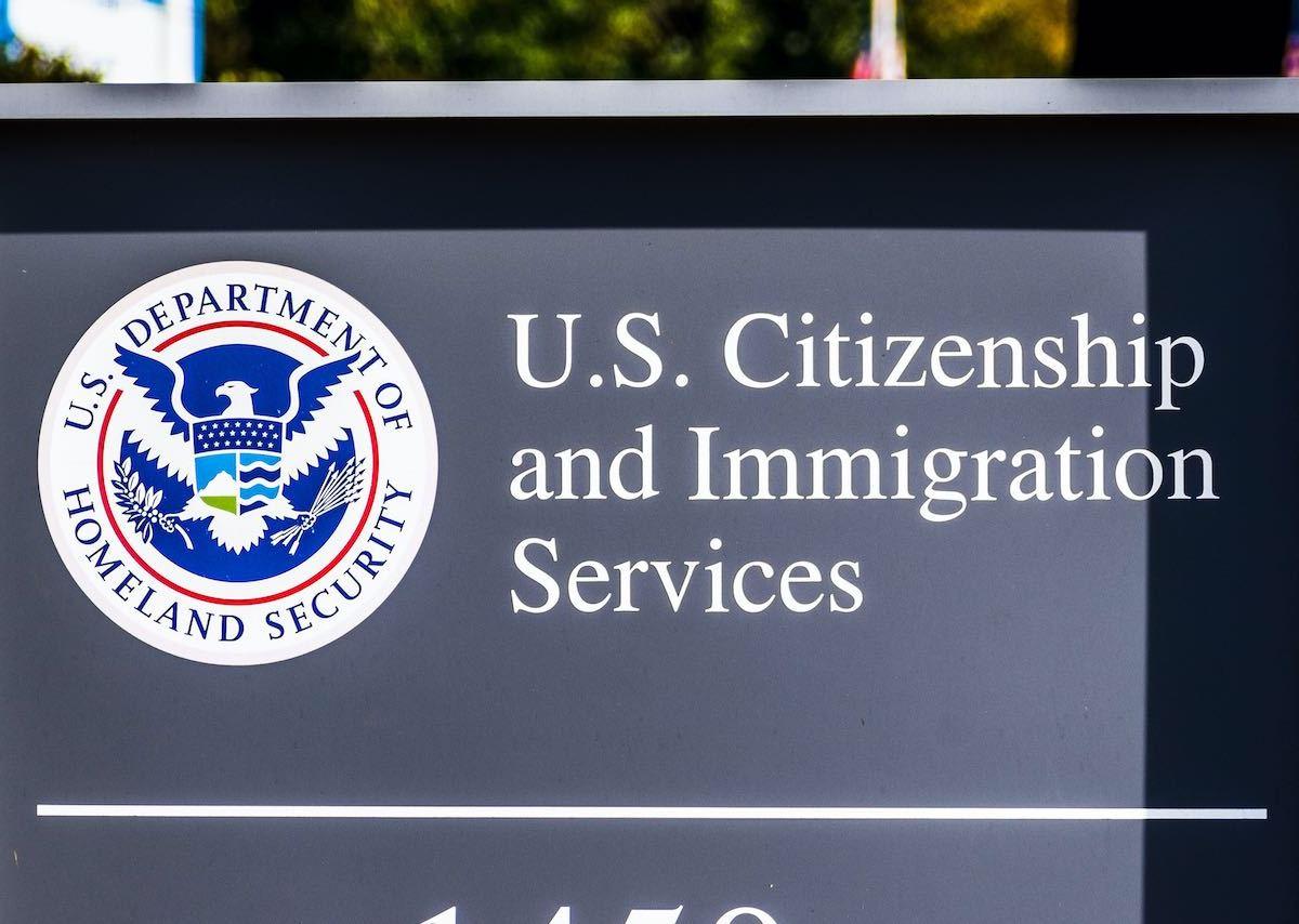 USCIS suspenden sus servicios en persona
