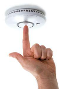 ¿Ya cambió las baterías de las alarmas en su casa?
