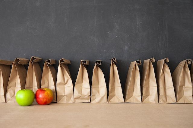 Escuelas de CMS que ofrecen alimentos gratuitos para niños