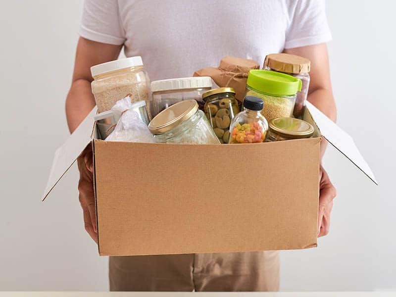 Ayudan a llenar formulario de SNAP de ayuda de alimentos