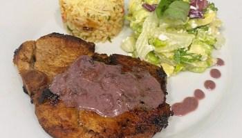 Chuletas de cerdo en salsa de vino
