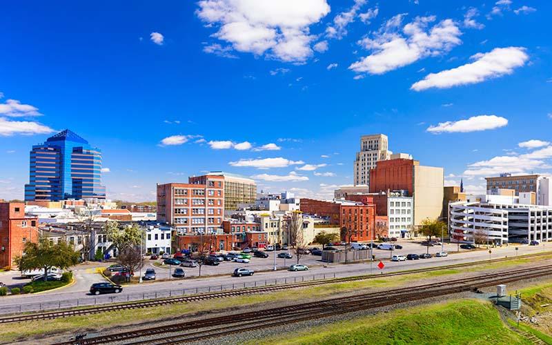 Durham tiene orden de quedarse en casa y ciudades cercanas no