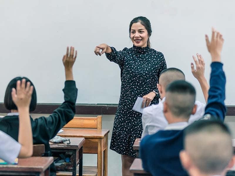 Inmigrantes que trabajan en educación durante la crisis de COVID-19