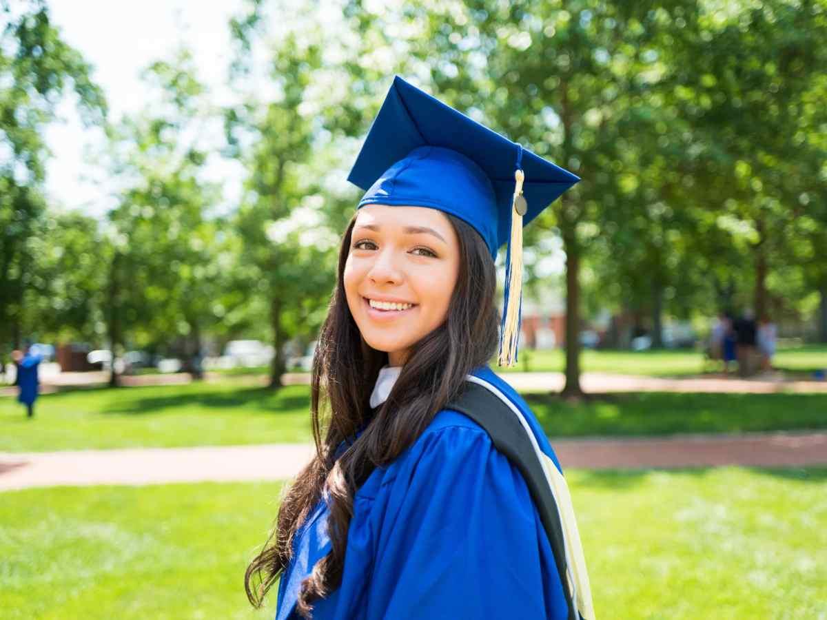 ¿Dónde encontrar becas para estudiantes latinos?