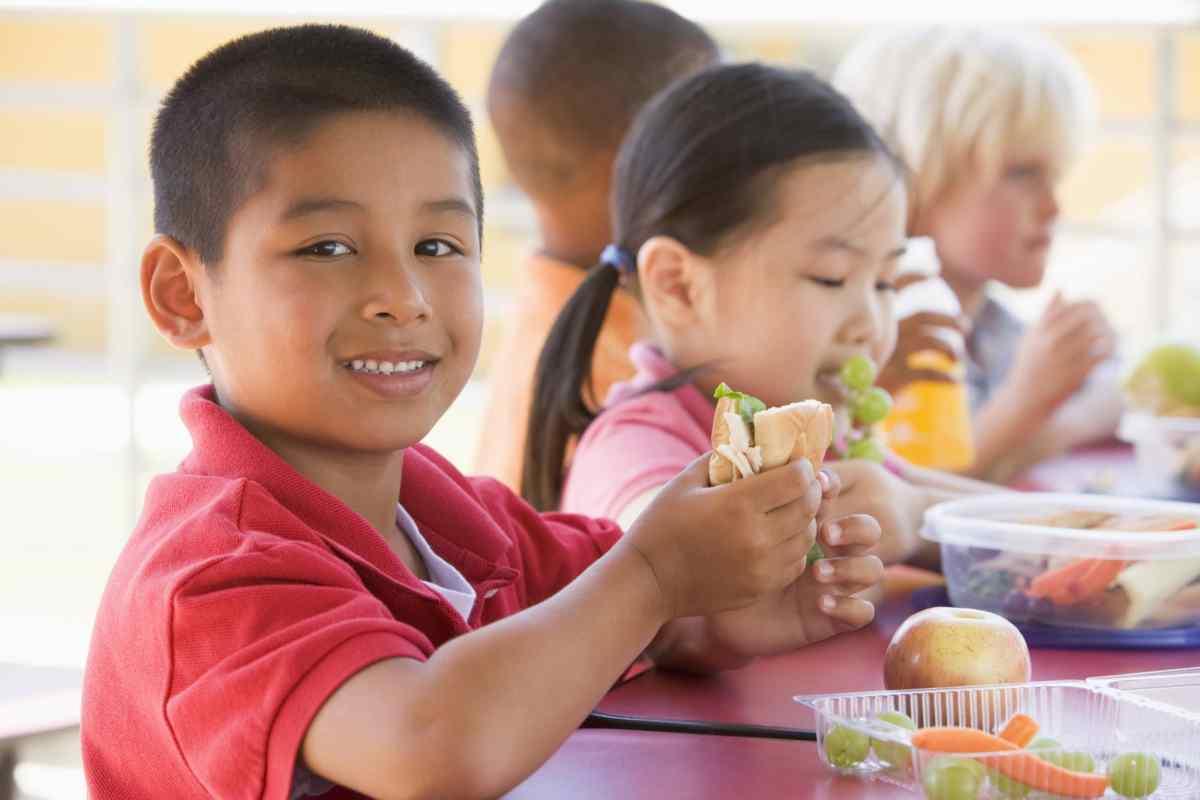 Dónde encontrar comida para los niños durante el verano en Carolina del Norte