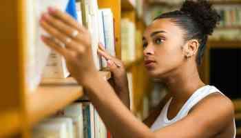 Abren bibliotecas de Charlotte Mecklenburg con ciertas restricciones