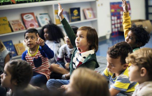 Sistema escolar del condado Orange vota a favor de continuar programas bilingües