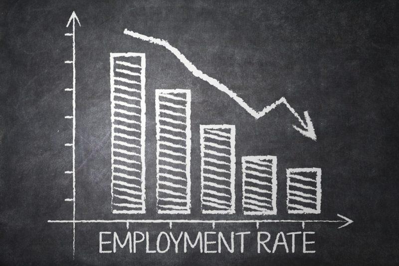 Cayó oferta de empleo en sectores clave para los latinos