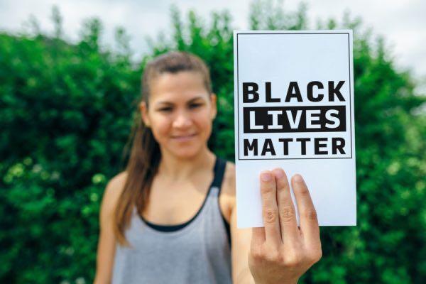 77 % de los latinos apoyan el movimiento Black Lives Matter