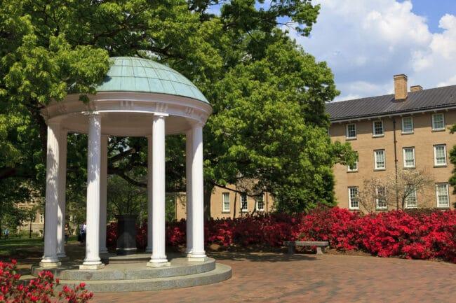 Detectan cerca de 40 personas con COVID-19 en departamento de atletismo de la UNC Chapel Hill