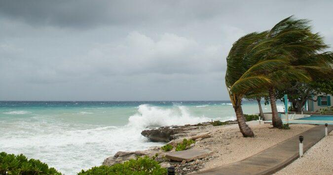 Evacuacion obligatoria para la isla de Ocracoke antes del huracan Isaias