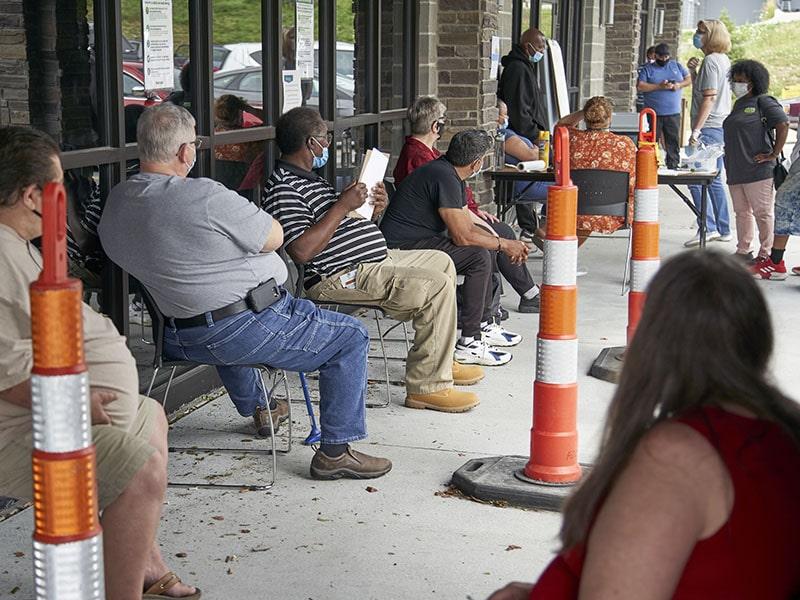 Más de un millón de personas piden ayuda por desempleo en una semana