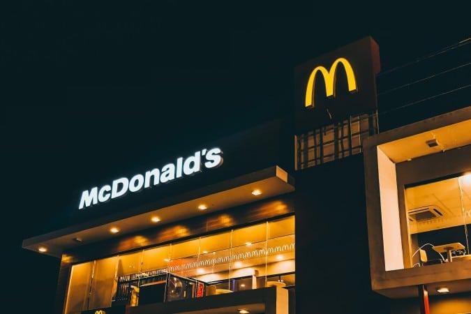 McDonald's ahora requerira que los clientes usen mascarillas